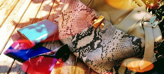 Minä ja käsilaukkuni